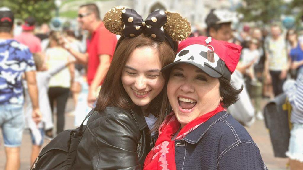 Pesan Cinta Sandi Uno Sampai Chelsea Islan di Hari Ibu