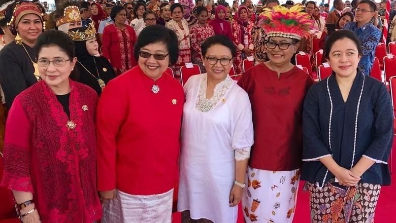 Cantiknya Srikandi Jokowi Peringati Hari Ibu di Raja Ampat