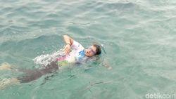 Berenang di Pulau Karya, Sandi: Airnya Jernih dan Bawa Nostalgia