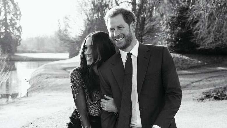 Foto Romantisnya Pangeran Harry dan Meghan Markle