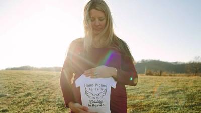 Lihat Deh, Ada Pelangi di Maternity Photoshoot Ibu Ini