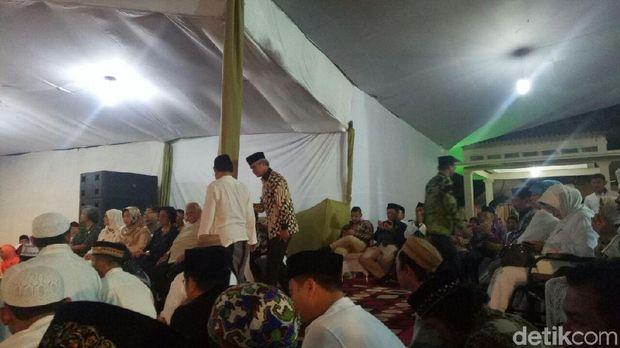 Pakai Batik, Ganjar dan Emil Dardak Hadiri Sewindu Haul Gus Dur