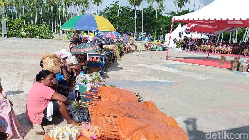 Jokowi Borong Dagangan Mama-mama Papua yang Inspiratif