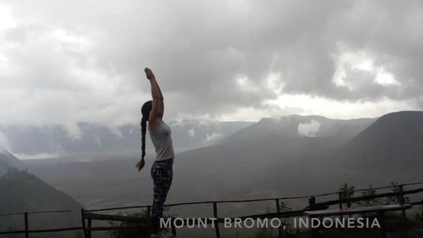 Salah satu negara yang dikunjungi adalah Indonesia (Frog Song Medicine/Youtube)
