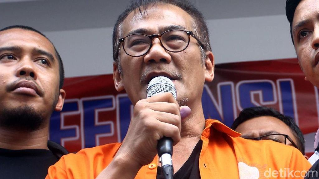 Tio Pakusadewo Beberkan Alasannya Memakai Sabu