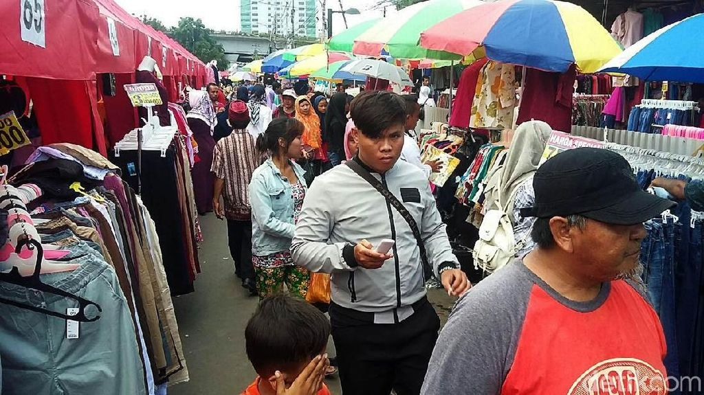 Pedagang Pasar Blok G Sewa Kios Rp 10 Juta, PKL Gratis