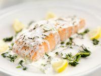 Menu Natal: Paduan Lemon dengan Salmon Panggang dan <i>Thyme Cake</i> untuk Jamuan Natal