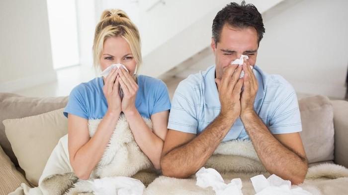 Saat batuk pilek jangan selalu langsung mencari obat. (Foto: Thinkstock)