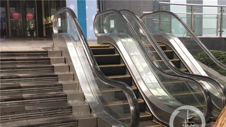 Foto Eskalator Pendek Ini Bikin Heran Netizen