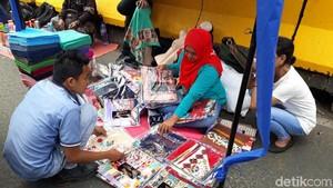 Modal Goceng Bisa Belanja di PKL Depan Stasiun Tanah Abang