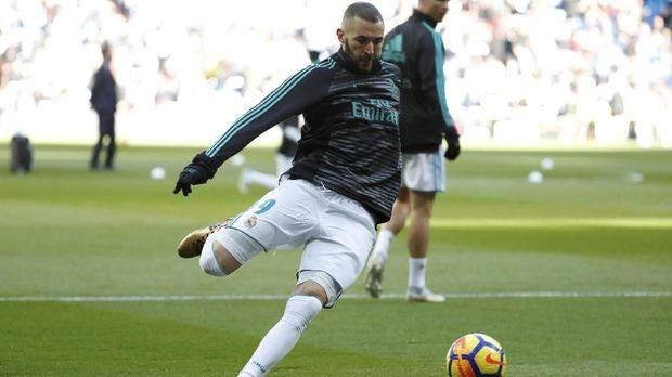 Jika pindah ke Real Madrid, Robert Lewandowski bisa menggeser posisi Karim Benzema.