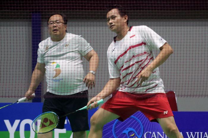 Begini aksi Menteri PPN/Kepala Bappenas, Bambang Brodjonegoro saat bermain badminton. Dok. BAPPENAS.