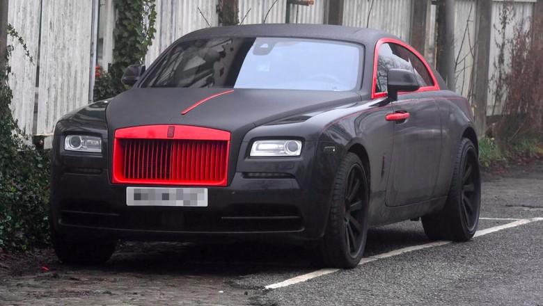 Romelu Lukaku Cat Rolls-Royce Miliknya dengan Warna Khas MU. Foto: Zenpix