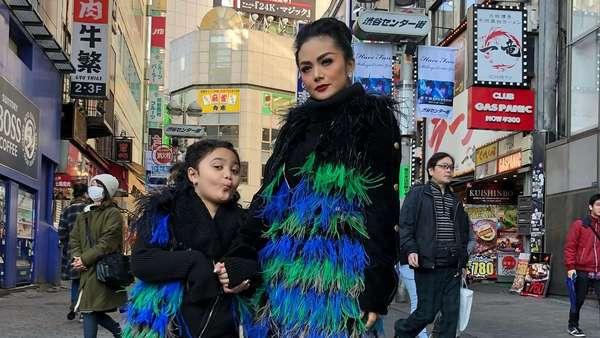 Mengintip Gaya Liburan Krisdayanti dan Keluarga di Jepang