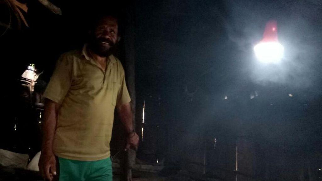Ada Penembakan di Papua, Bagi-bagi Lampu Tenaga Surya Setop Sementara