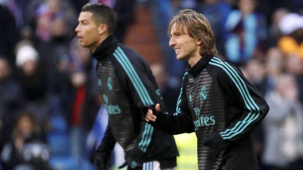 Luka Modric dan Cristiano Ronaldo pernah bermain bersama di Real Madrid mengalahkan Liverpool pada fase grup Liga Champions musim 2014/2015.