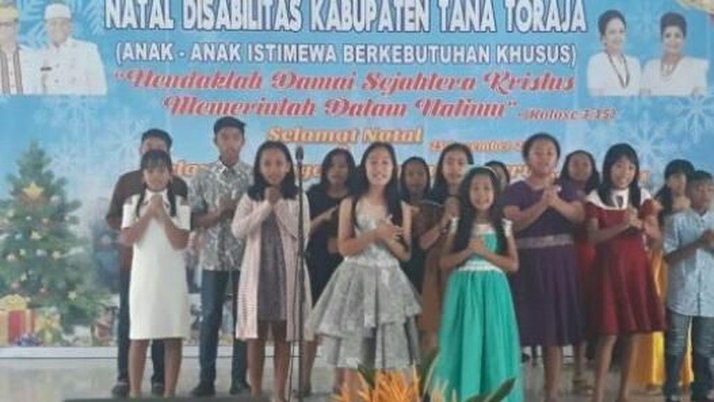 Bupati Toraja Puji Semangat Anak Disabilitas di Acara Natal Bersama