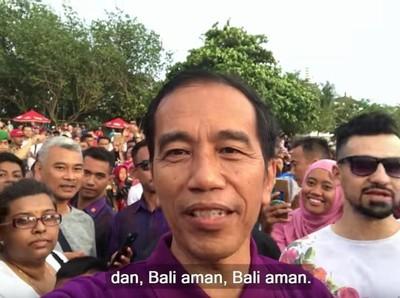 Nge-Vlog di Bali, Jokowi: Pantai Kuta Ramai Sekali