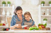 Agar Masak Bersama Anak Makin Menyenangkan, Ini Tips Ahli Nutrisi