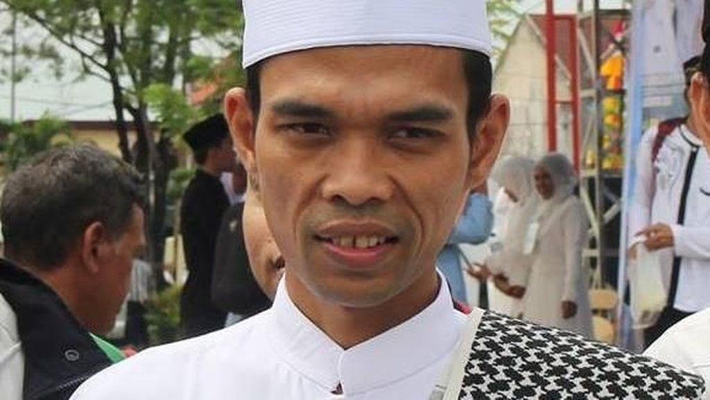 Ustaz Abdul Somad Naik RX-King Pergi ke Tempat Dakwah