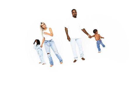 Kim Kardashian dan Kanye West beserta buah hati mereka, North dan Saint.