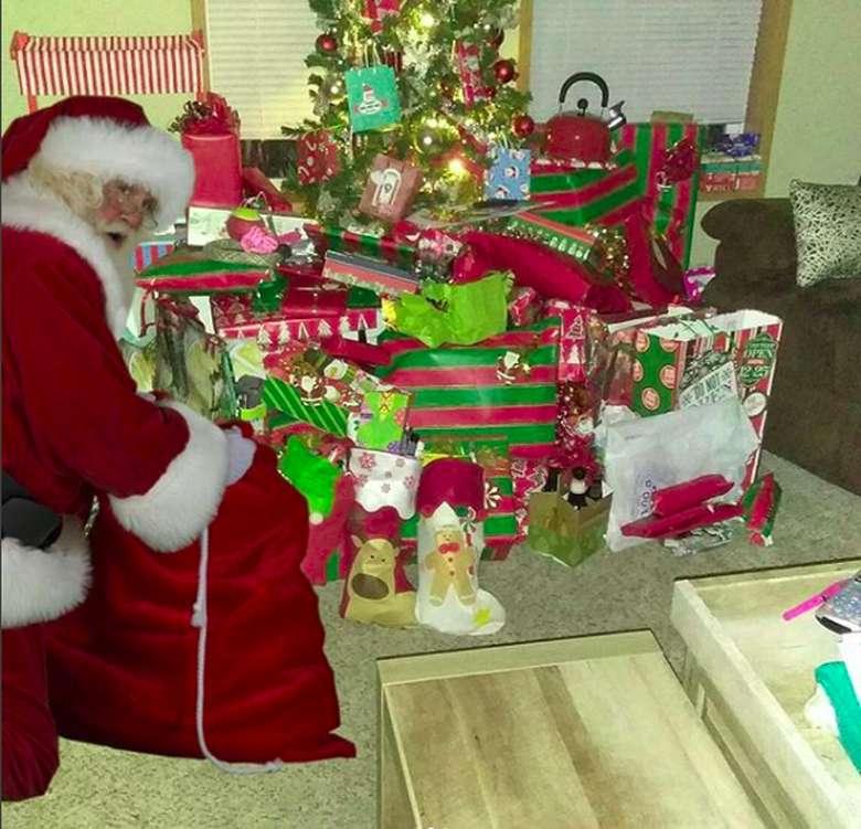 Ho ho ho ho... Siapa yang tak kenal dengan tawa khas itu? Ya, itu adalah tawa khas sosok yang begitu identik dengan Natal, Santa Claus. Foto: Instagram