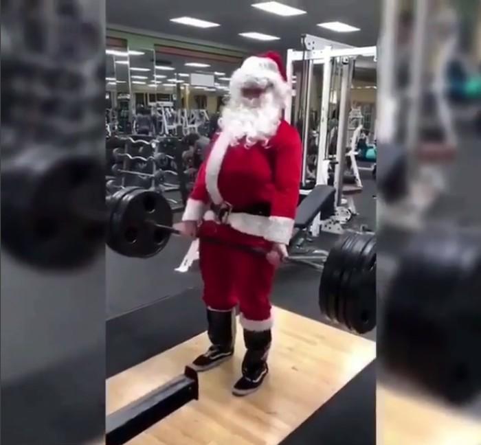 Kira-kira saat Santa keluar dari tempat gym, perutnya masih gendut atau sudah sixpack ya? Foto: Instagram