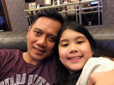 Dalam galerinya, Agus sering banget selfie sama putrinya yang akrab disapa Aira ini. (Foto: Instagram/agusyudhoyono)