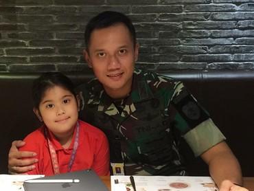 Aira, memang akrab banget sama ayahnya. (Foto: Instagram/agusyudhoyono)