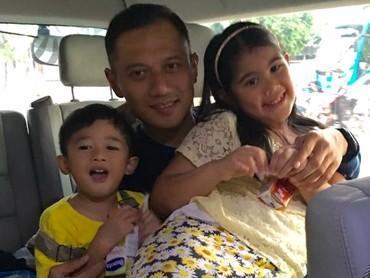 Ayah Agus juga akrab lho sama keponakannya, Airlangga. (Foto: Instagram/agusyudhoyono)