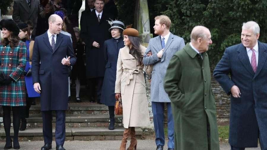 Kemesraan Meghan Markle dan Pangeran Harry di Perayaan Natal Kerajaan