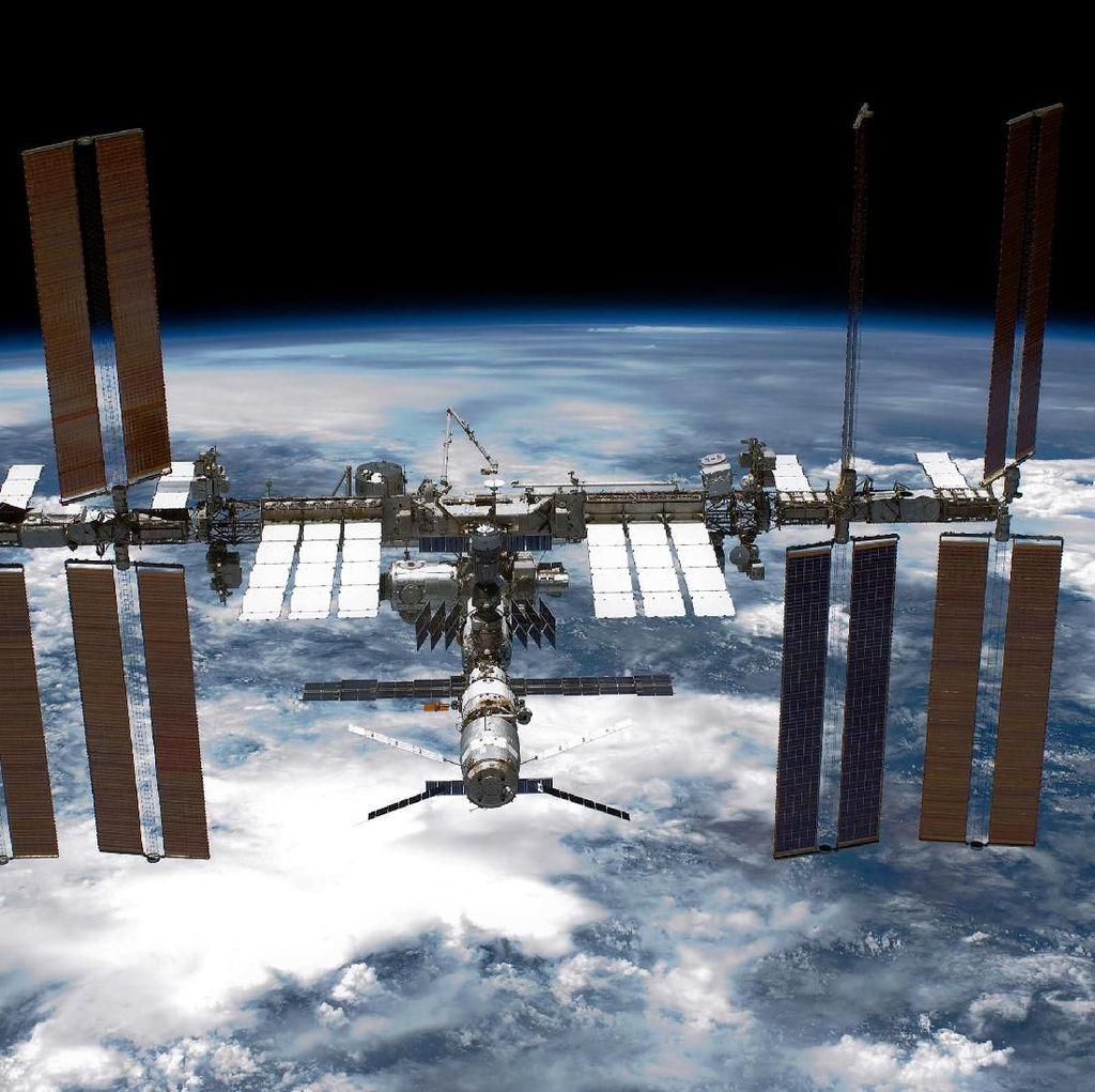 Begini Cara Astronot Penuhi Panggilan Alam di Antariksa