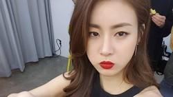 Kang Sora adalah salah satu aktris asal Korea Selatan yang terkenal tak hanya cantik, namun juga memiliki gaya hidup sehat dan tubuh ramping.