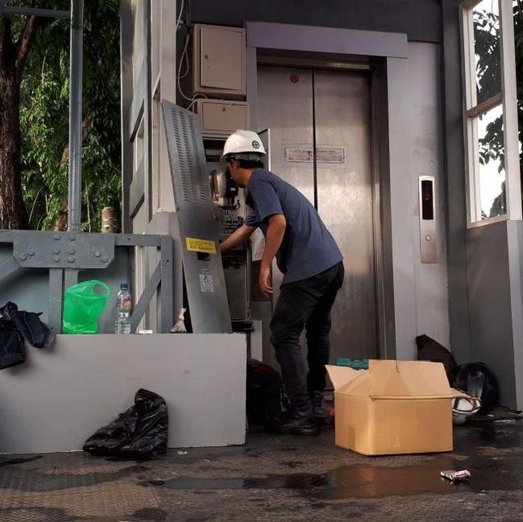 Video: Sejumlah Pegawai Terjebak di Lift Kantor Wali Kota Jaktim