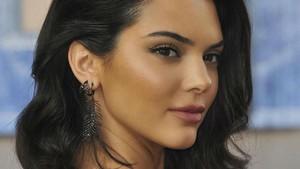 Digosipkan Hamil, Ini Kata Kendall Jenner