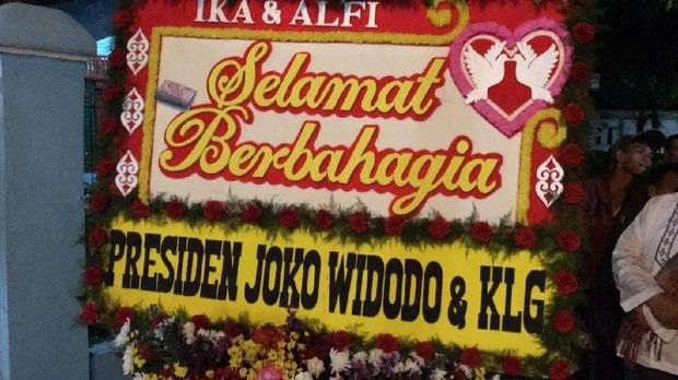 Karangan bunga dari Jokowi dan Iriana