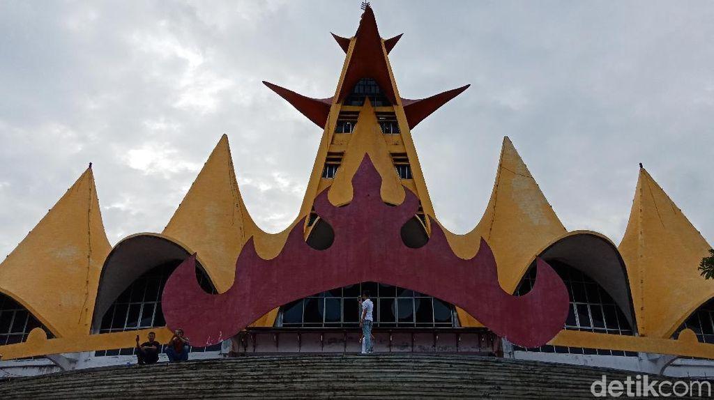 Ikon Cantik Lampung, Menara Siger