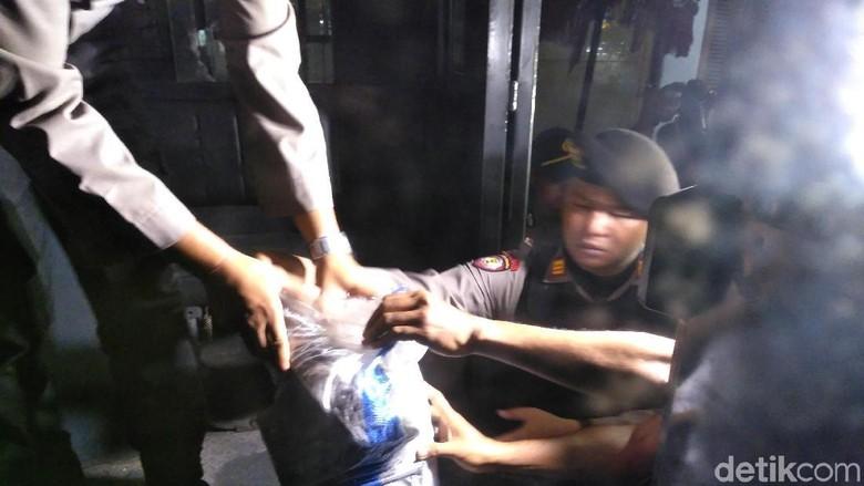 300 Petugas Polri dan BNNP Bali Geledah Penghuni LP Kerobokan