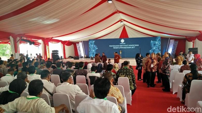 Jokowi akan Serahkan Sertifikat Kompetensi ke 3.000 Peserta Magang