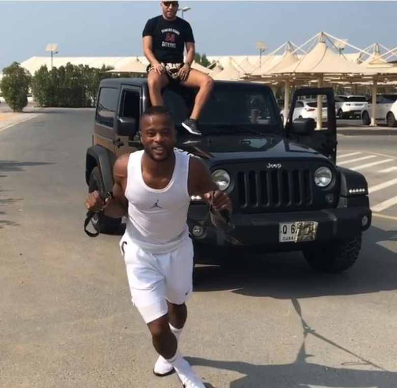 Olahraga Patrice Evra, Tarik Mobil Jeep. Foto: Instagram Patrice Evra