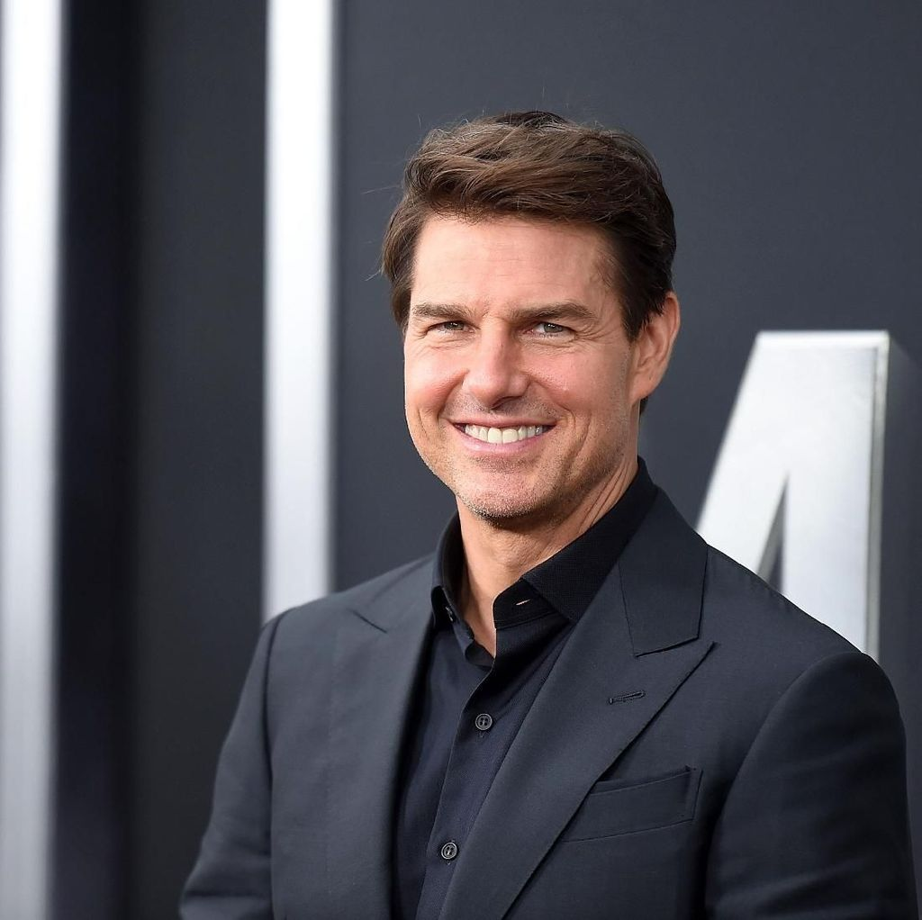 Ups! Tom Cruise Lupa Tutup Resleting di Karpet Merah