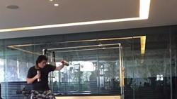 Reino Barack yang dikenal sebagai kekasih Luna Maya dan pencipta BIMA Satria Garuda ternyata jago tinju. Hampir setiap hari ia berlatih kick boxing.