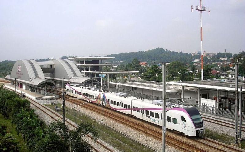 Negara tetangga Indonesia, Malaysia, punya KLIA Ekspres sebagai penghubung antara kota dan bandara. Dengan biaya RM 55 (Rp 192 ribu) traveler dapat mencapai pusat kota selama kurang lebih 30 menit, dengan beberapa pemberhentian (KLIA)