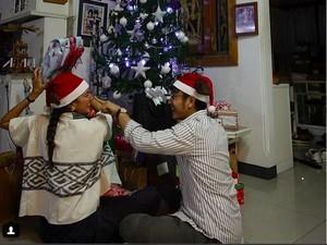 Dimas Anggara-Nadine Chandrawinata Rayakan Natal Bersama, Netizen Ribut-ribut