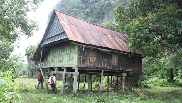 Gua di Sulawesi Simpan Lukisan Telapak Tangan Purbakala