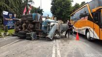 Rem Blong, Truk Molen Bermuatan Penuh Terguling di Boyolali