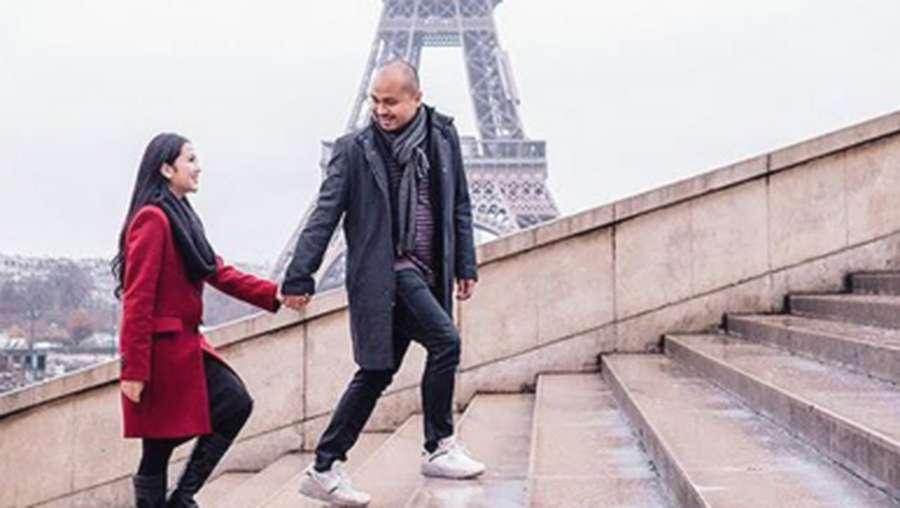Potret Honeymoon Afif Kalla & Tistha Nurma di Paris