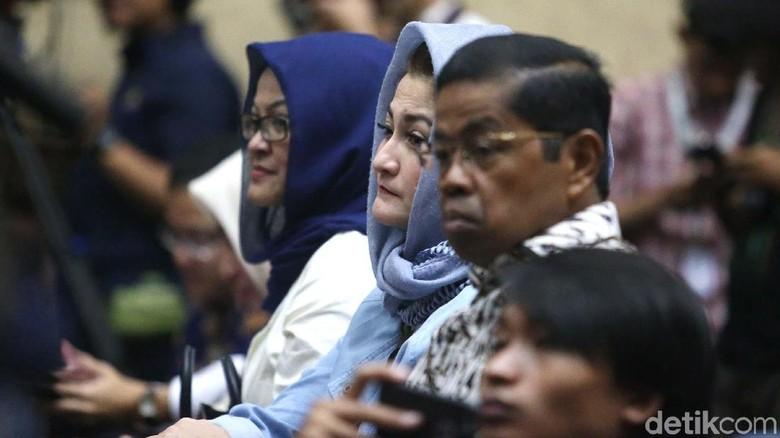 Idrus Marham dan Keluarga Novanto Setia Ikuti Sidang