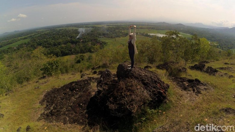 Foto:  Bukit Panggringan, spot foto ekstrem baru di Ponorogo (Charolin/detikTravel)