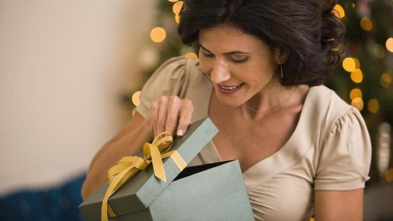 Reaksi Kocak Seorang Ibu Saat Diberi Kado Natal Anaknya/ Foto: Thinkstock